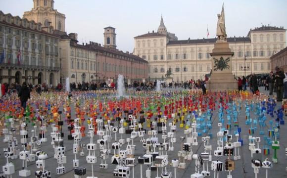 """""""ABI-TANTI, la moltitudine migrante"""" colora Milano"""