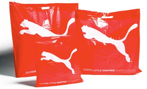 Acquisti ecologici con Puma, ecco la shopping bag che si dissolve nell'acqua