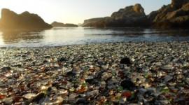 Glass Beach, dove il mare ricicla il vetro