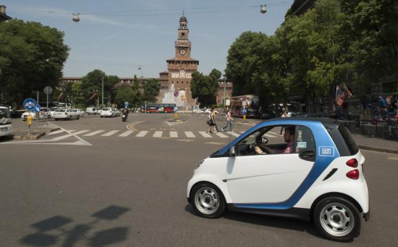 Il car sharing a flusso libero di car2go compie 1 anno a Milano