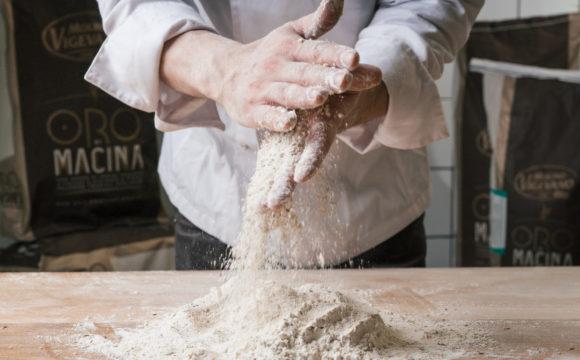 Mozzarella fiordilatte, pomodoro San Marzano e impasto di farina tipo 1 o 0. E' questo l'identikit della pizza che preferiscono gli italiani.