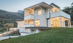 Una villa unifamiliare immersa nella natura e nei vigneti di famiglia, firmata Rubner Haus