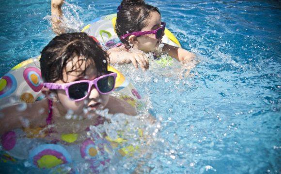 Da ManoMano il vademecum per una piscina sicura e accessibile a tutti