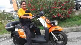 TNT a Genova sale sullo scooter elettrico
